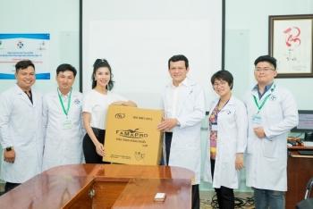 hoa hau loan vuong tang 7500 khau trang cho sinh vien y khoa