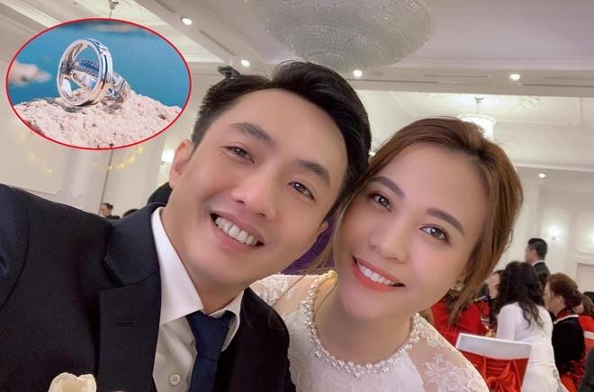 Đàm Thu Trang khoe ảnh nhẫn cưới với Cường Đô La