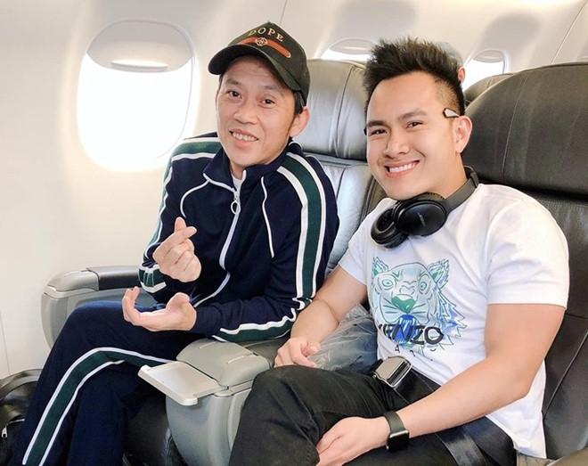 Hoài Linh cười rạng rỡ khi du lịch cùng con trai tại Mỹ