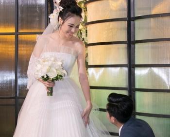 Cường Đôla ân cần chăm sóc Đàm Thu Trang trong lễ cưới