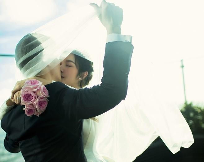 Ảnh cưới ngọt ngào của Á hậu Thúy Vân