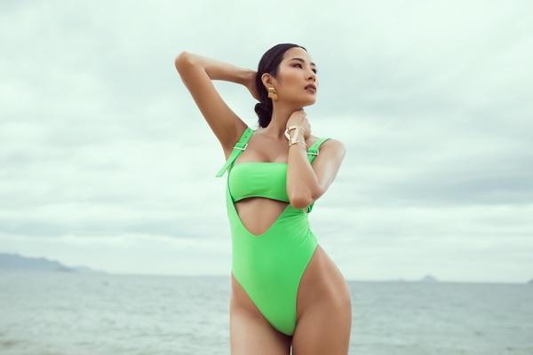 a hau hoang thuy khoe vong dang quyen ru voi bikini