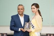 nguoi dep my huyen gap go trieu phu malaysia tai miss international globe