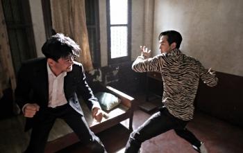 """""""Ông hoàng phòng vé"""" Hwang Jung Min và Lee Jung Jae tái xuất trong bom tấn hành động mới"""