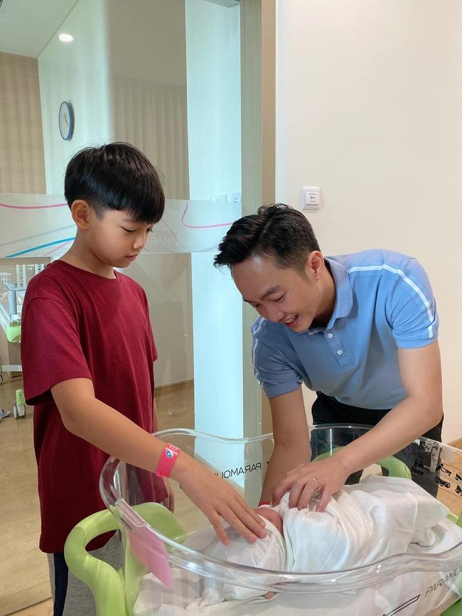Đàm Thu Trang sinh con đầu lòng cho Cường Đô La
