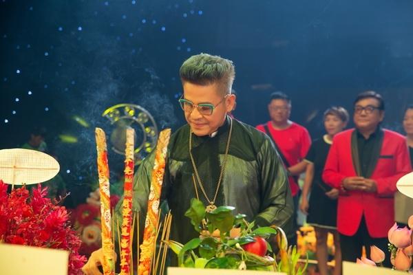 Nghệ sĩ Việt thành kính dâng hương cúng Tổ nghề sân khấu