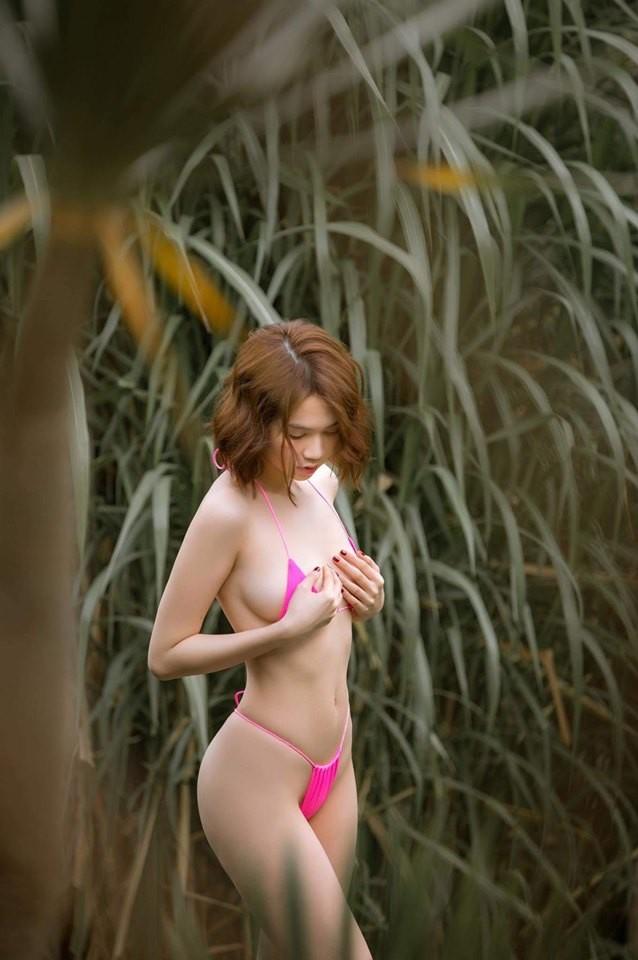 mac chi trich du luan ngoc trinh tiep tuc khoe than voi bikini