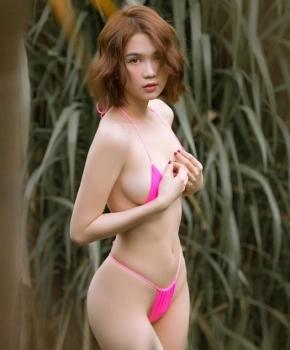 mac du luan chi trich ngoc trinh tiep tuc khoe than voi bikini