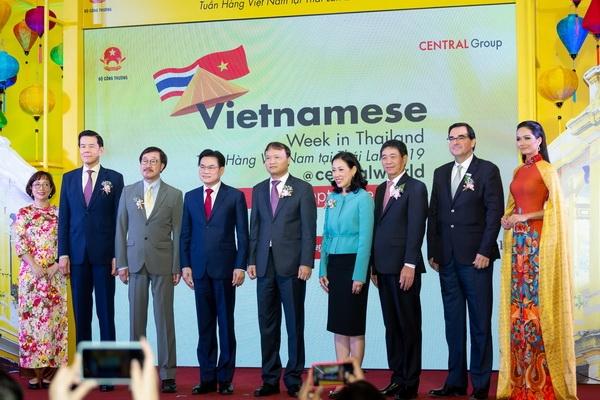 hoa hau hhen nie dien ao dai xuat hien rang ro tai thai lan