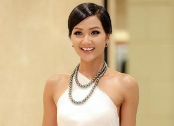 Hoa hậu H'Hen Niê phủ nhận tin đồn đang mang bầu