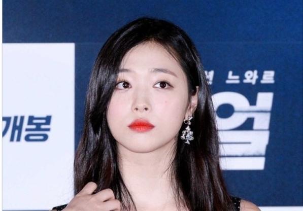 Nghệ sĩ Hàn Quốc đồng loạt hủy show khi biết Sulli qua đời