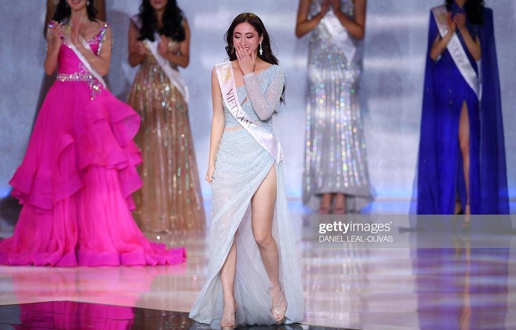 hoa hau luong thuy linh noi gi khi dung chan o top 12 miss world 2019