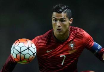 Ronaldo vỗ ngực, nhận mình là cầu thủ vĩ đại nhất thế giới