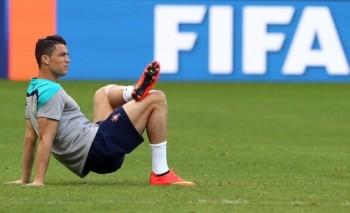 [PHOTO] Ronaldo mặt 'buồn như đưa đám' trước trận gặp Hungary