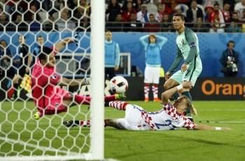 Tiền vệ Ba Lan dằn mặt Ronaldo