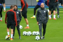 pep guardiola da mo toi cu an 4 cung man city