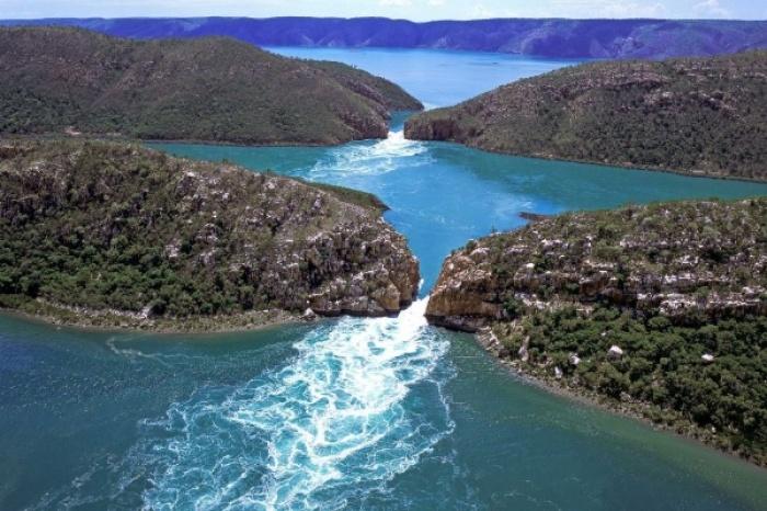 Nằm tại vịnh Talbot thuộc vùng Kimberley của Tây Úc, thác nước Horizontal là một kỳ quan vô cùng độc đáo.
