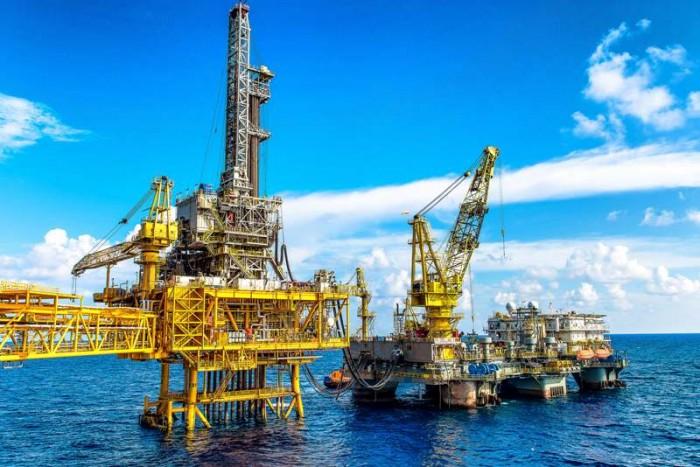 Giàn khoan PV Drilling V tại mỏ Thiên Ưng (Tác giả: Trần Minh Sơn - Viện NC KH & TK, Vietsovpetro)