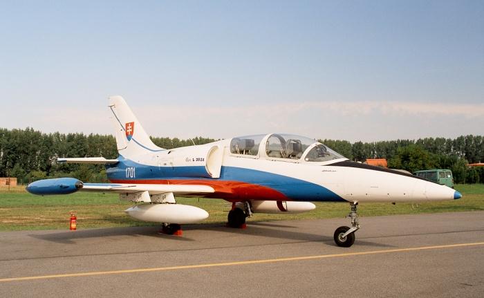 Đội bay L-39 bao gồm 2 người, 1 học viên và 1 giáo viên hướng dẫn.