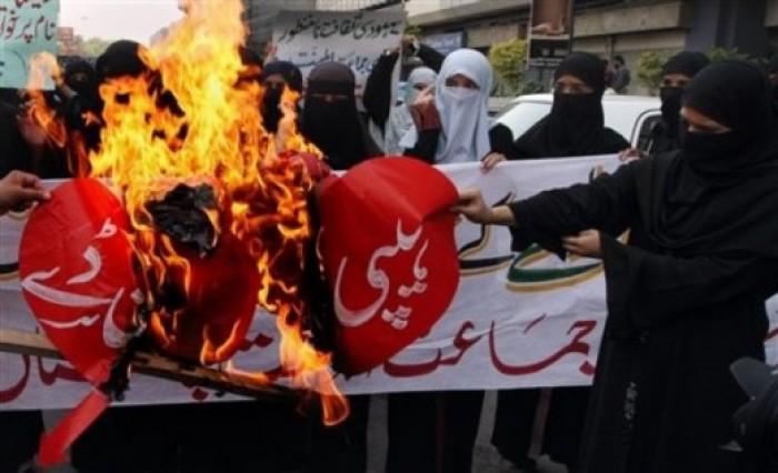 Đây không phải lần đầu Uzbekistan thể hiện sự phản đối với ngày Lễ tình yêu Valentine. Năm 2011, những hoạt động nhằm cấm ngày lễ tình nhân cũng đã được triển khai trên khắp đất nước vốn chủ yếu là người Hồi giáo này.