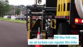 Cỗ xe đặt và thu dọn cọc giao thông tự động
