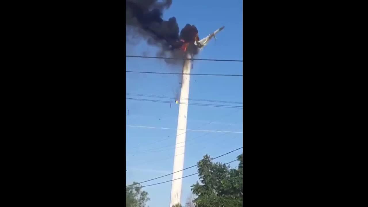 Tuabin điện gió cháy rụi