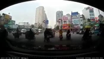 Màn dàn cảnh để lấy cắp đồ ngay giữa ban ngày tại Hà Nội khiến nhiều người phẫn nộ
