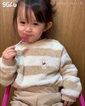 Bé gái người Nhật Bản học đánh vần cực đáng yêu
