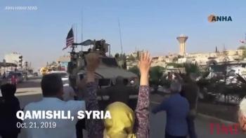 Người Kurd giận dữ ném khoai tây vào xe chở lính Mỹ rút quân