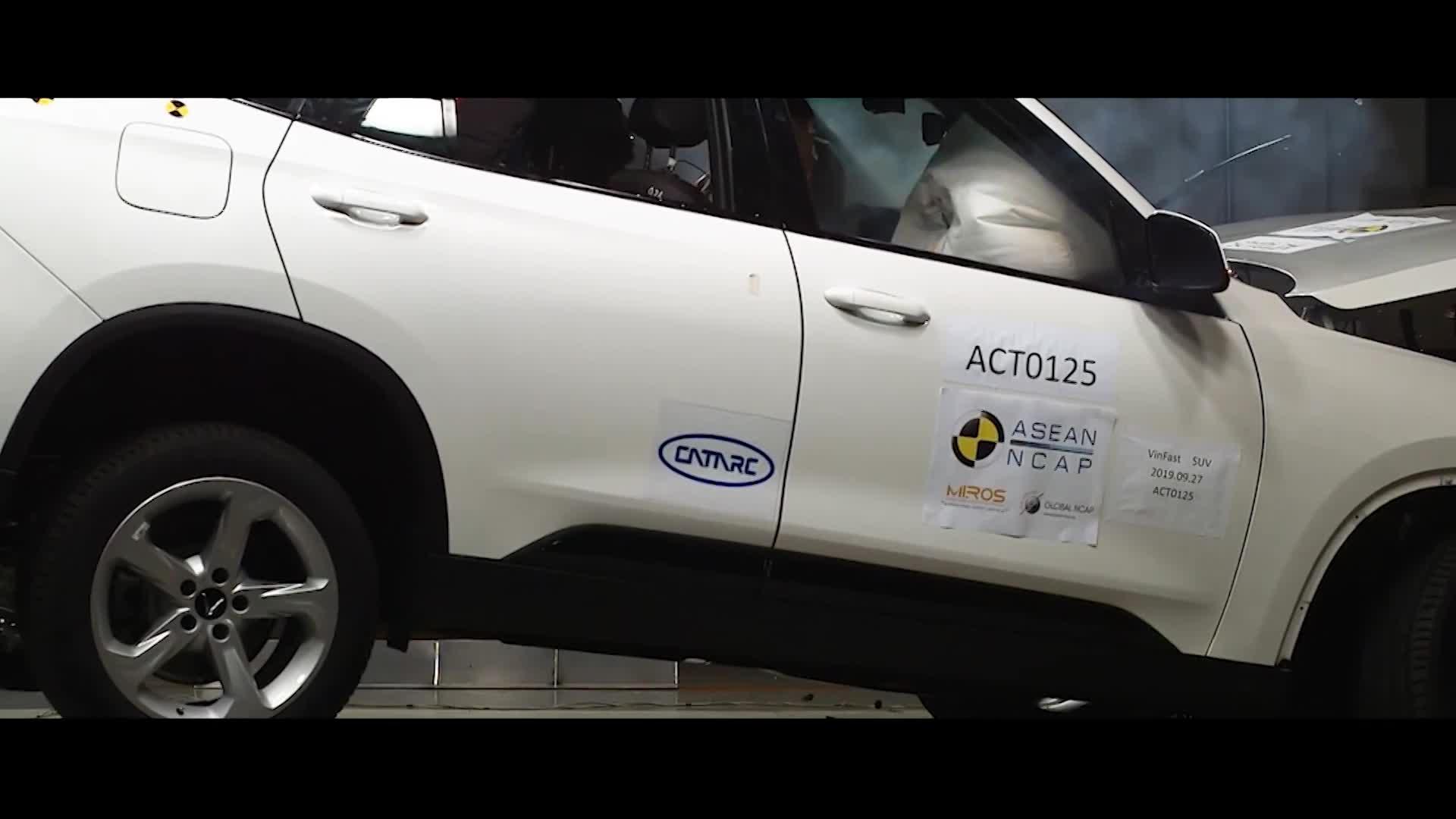 Hé lộ video xe Vinfast được kiểm định bởi Asean Ncap