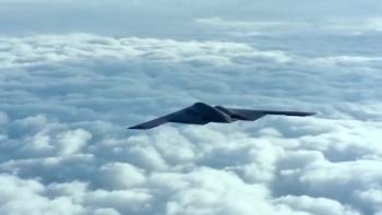 Oanh tạc cơ B-2 Mỹ thả liên tiếp hai quả bom 14 tấn