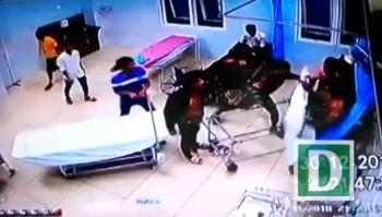 Hàng chục thanh niên đập phá trụ sở công an xã, đâm 3 người nhập viện