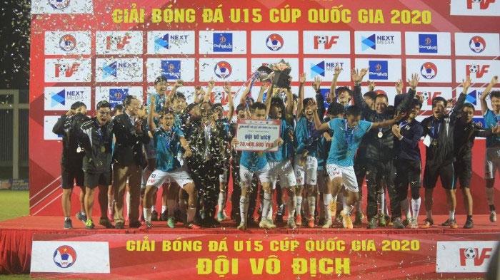 """18 chức vô địch và những chuyện lạ ở """"lò luyện đan"""" cho bóng đá Việt Nam"""