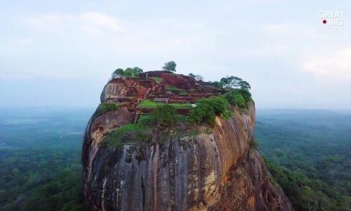 Pháo đài cổ trên đỉnh cột đá cao 200 mét ở Sri Lanka