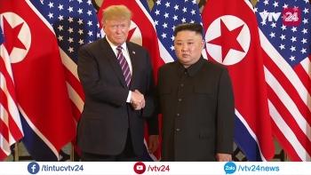 Cái bắt tay lịch sử giữa hai nhà lãnh đạo Mỹ - Triều
