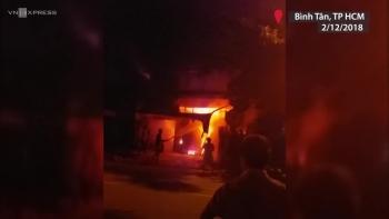 Cháy nhà lúc rạng sáng ở Sài Gòn